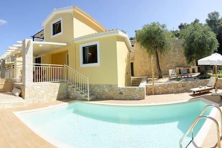 Luxury Private Pool Villa / Villas Muscalas, Petra - Lakka - วิลล่า