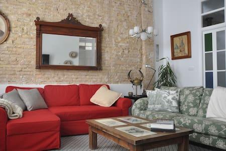 En España , acogedora casa restaurada con patio