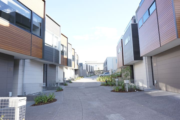 Cosy 3 Bedroom Townhouse - Maribyrnong - Townhouse