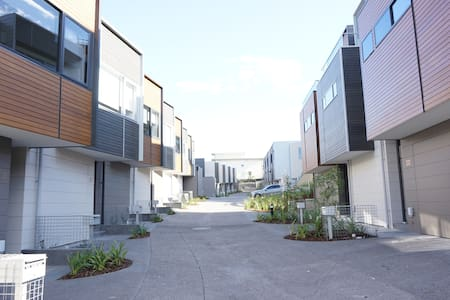 Cosy 3 Bedroom Townhouse - Maribyrnong