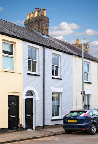 Three bed Victorian townhouse central Cambridge.