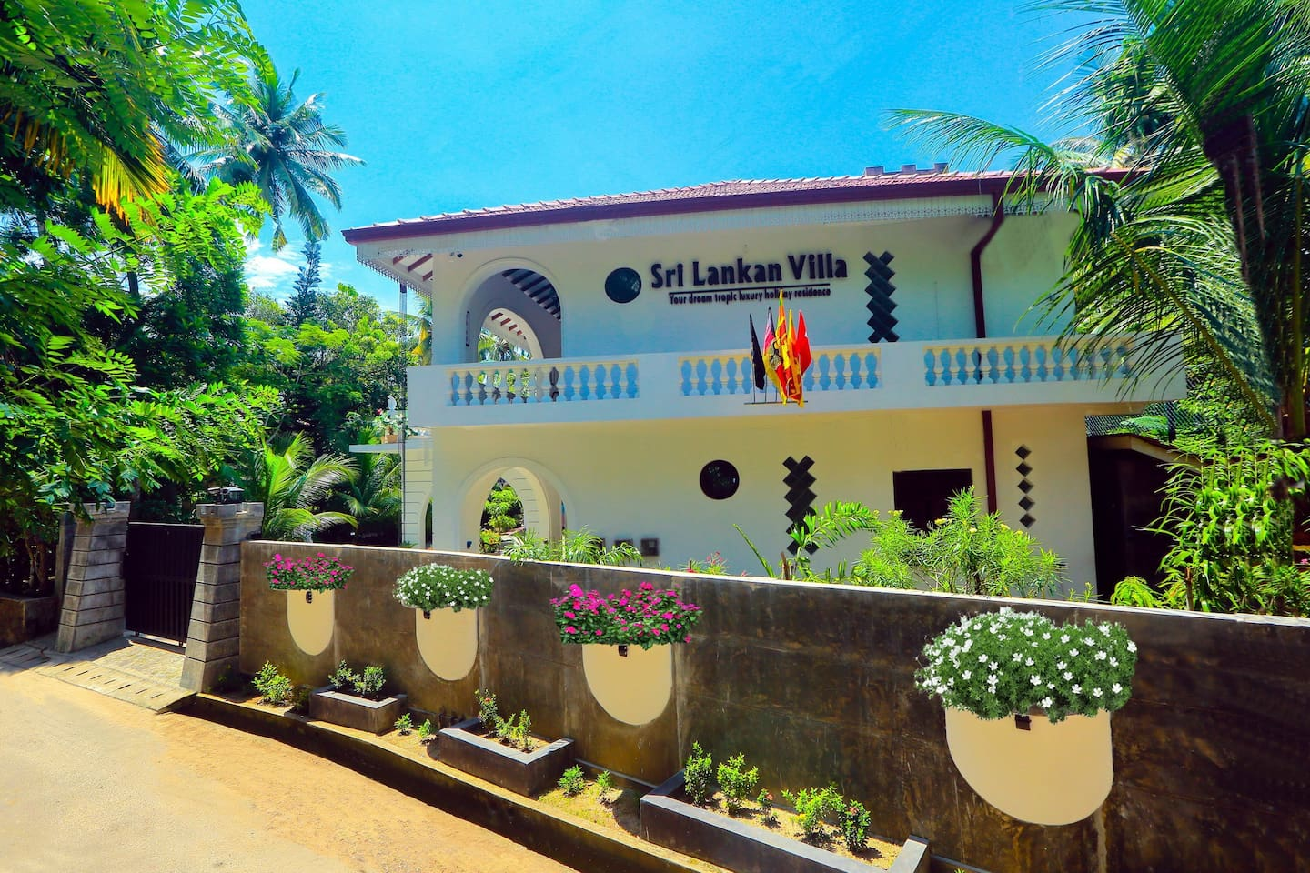 Sri Lankan Villa from the Street Front with the main Entrance.