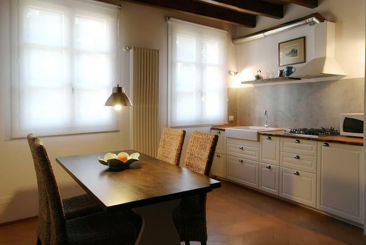 """Appartamento """"Il Borghetto"""" B&B - Cavriago - Apartment"""