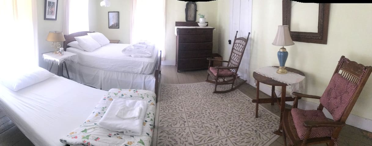 Charming Guest Room near Ironman course, Wifi - Keene Valley - Hus
