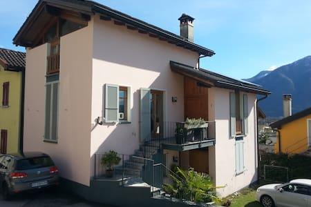 Casa ecologica Gaia - Gordola - Hus