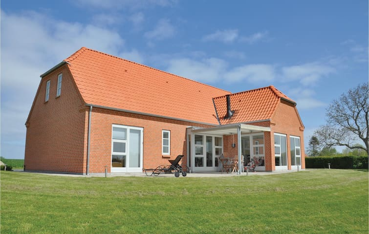 Holiday cottage with 4 bedrooms on 165m² in Nordborg
