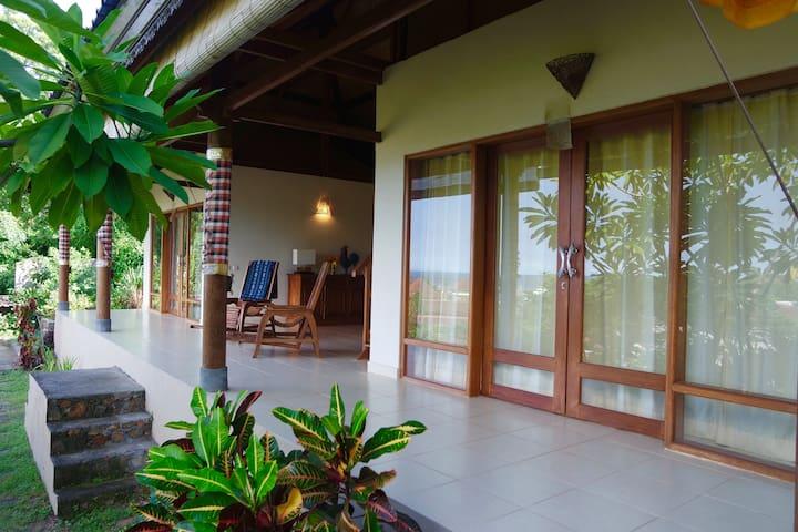 Flamboyant Villa - Manggis