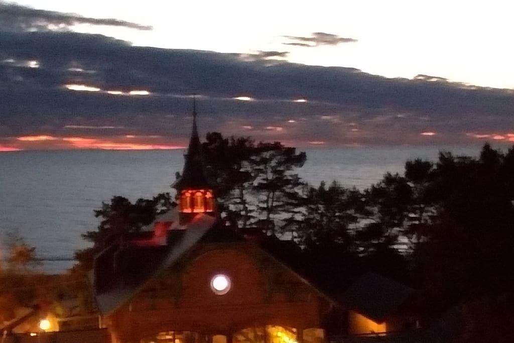 widok z balkonu wieczorem
