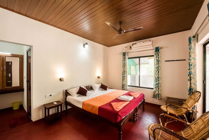 Deluxe Room in Marari close to Beach..!