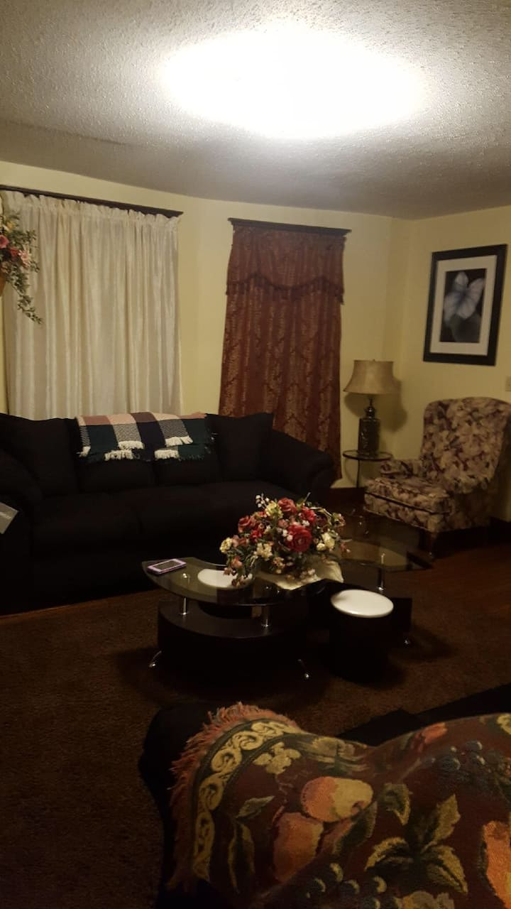 New Haven apartment close to shopping & hospitals