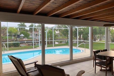 VRC: 2/2, Whole House, Pool/Canal/Dock/Beach Close