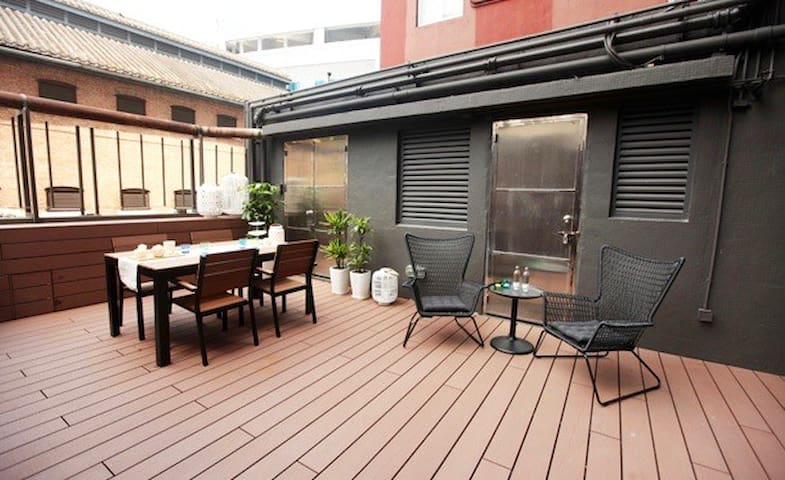 Modern flat with spacious terrace in Central - ฮ่องกง - อพาร์ทเมนท์
