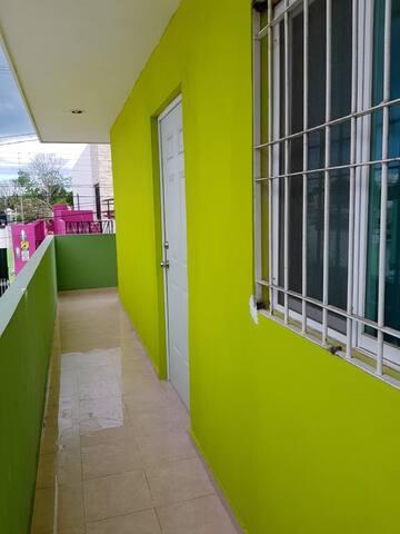 Pasillo de salida al balcón