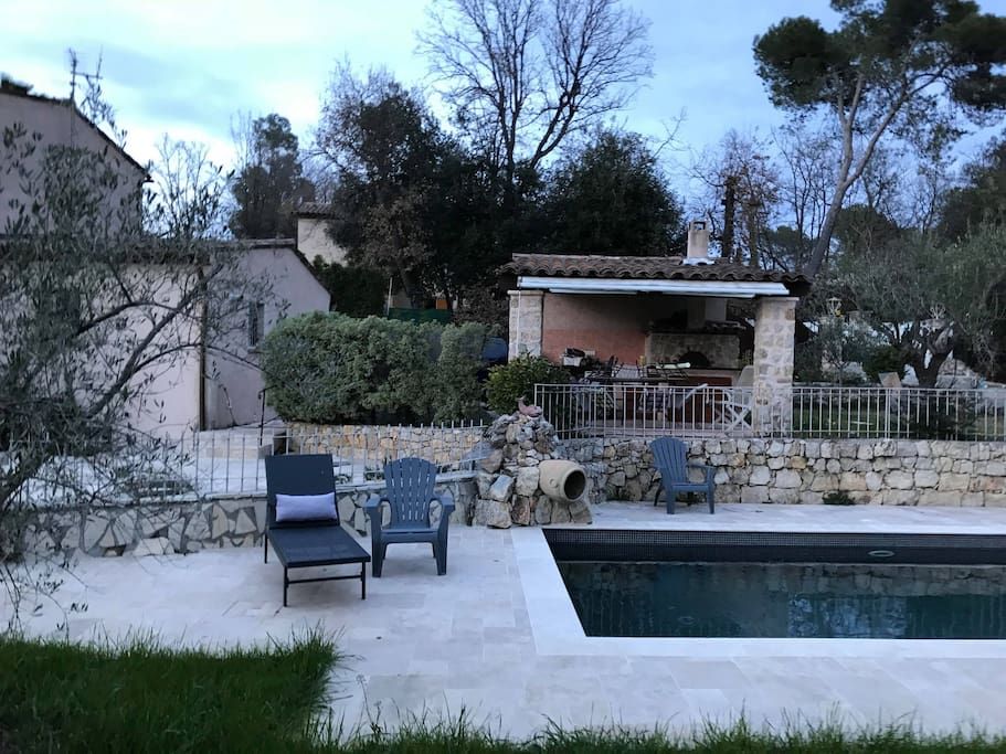 Maison neuve piscine valbonne alpes maritimes h user zur for Piscine valbonne