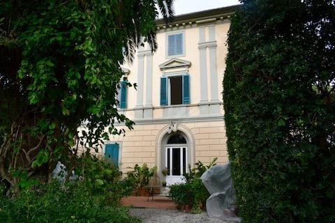 Hel våning i villa från 800-talet