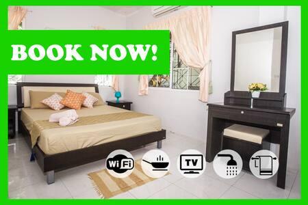 БРОНИРУЙТЕ Уютный Дом в 300 метрах от пляжа Карон! - Tambon Karon - 一軒家