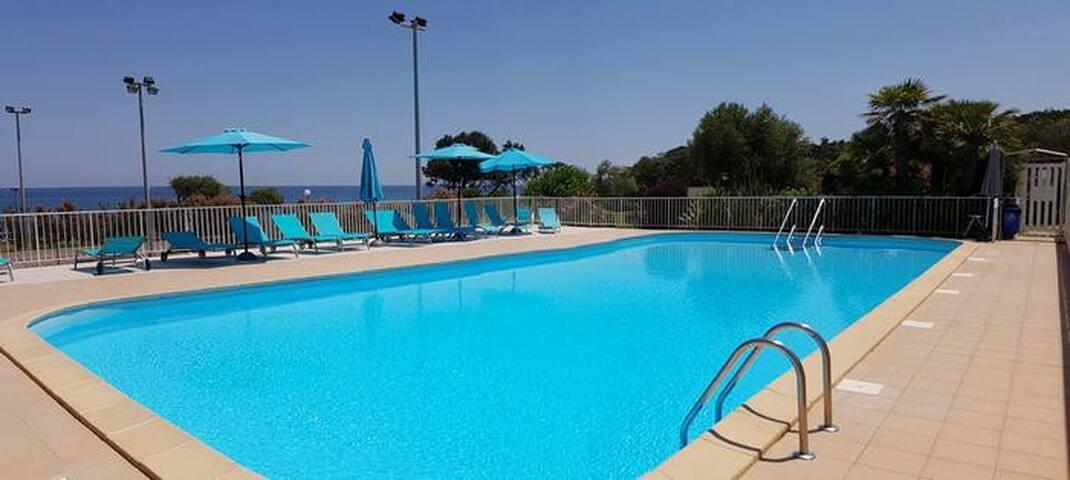 Appt 4 pers bord de mer  piscine plage tennis