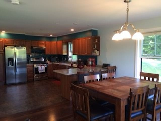 Cozy new home with the porch of your dreams! - Monkton - Dům