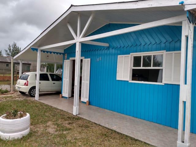 Casa em Quintão,próximo praia, cerca 5 min centro.