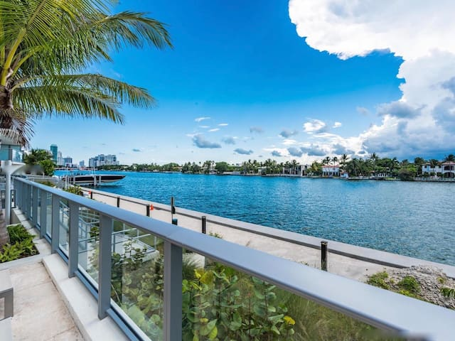 Waterfront 2BR Apt, near Beach, with Pool, Parking