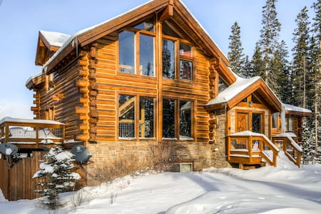 Vail vacation cabin rentals airbnb for Cabins for rent near vail colorado