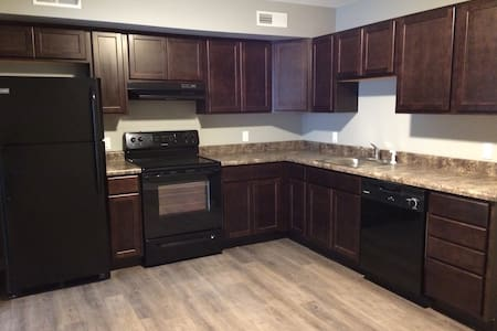 New, Clean, Upscale, Downtown Springfield! - Apartamento