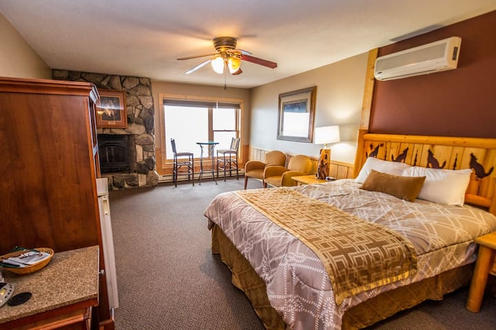 Chateau LeVeaux Suite #301 is the perfect destination for a romantic getaway on Lake Superior`s North Shore