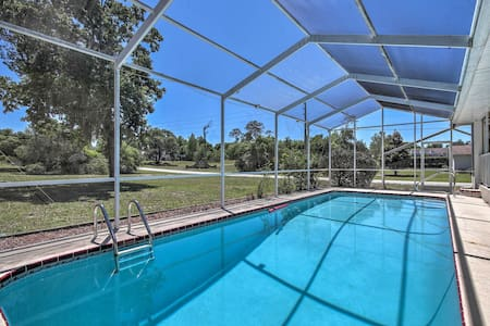 Spring Hill Home w/ Lanai - 1.6 Mi to Weeki Wachee