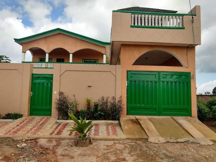 Chambre privée dans Villa Iyagbe