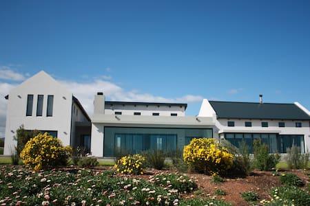 Luxury Holiday Rental Wine Estate Hermanus - Hermanus