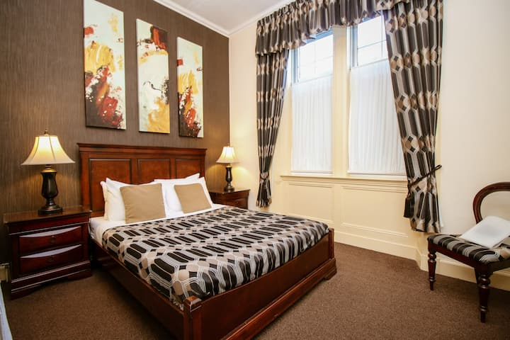 Budget Double near Bellahouston Park Glasgow
