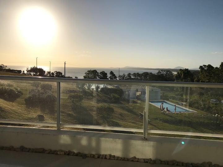 Dúplex. Terraza, parrillero, solarium y vista !!