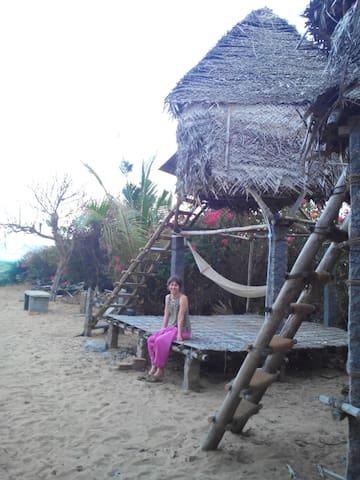 Beachside hut shared bath-Room no.1 - Bommayapalayam - กระท่อม