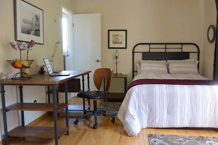 Home Suite Home.  NEW! Palo Alto/Menlo Park - Menlo Park - Dům