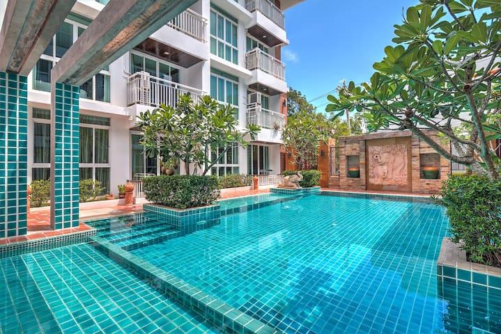 Poolside 1 Bedroom Apartment near Beach