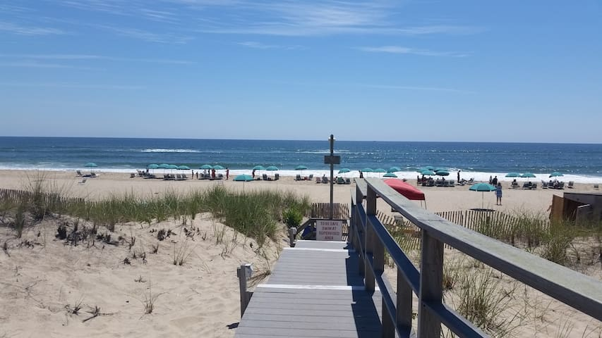 Discounted Luxury after Labor Day on the BEACH - Amagansett - Byt