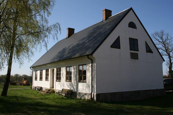 Vita Huset på Dälperöd - Simrishamn - Casa
