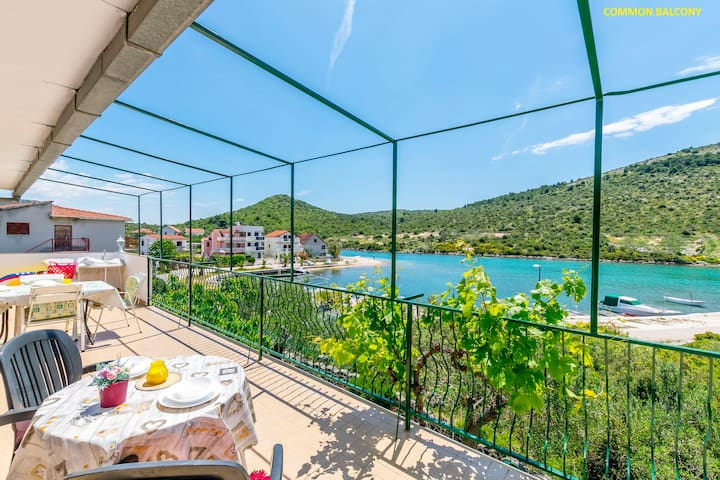 One bedroom Apartment, beachfront in Rogoznica