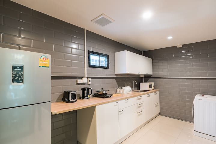 Renovated Private 4 BR Townhouse @ BTS ONNUT