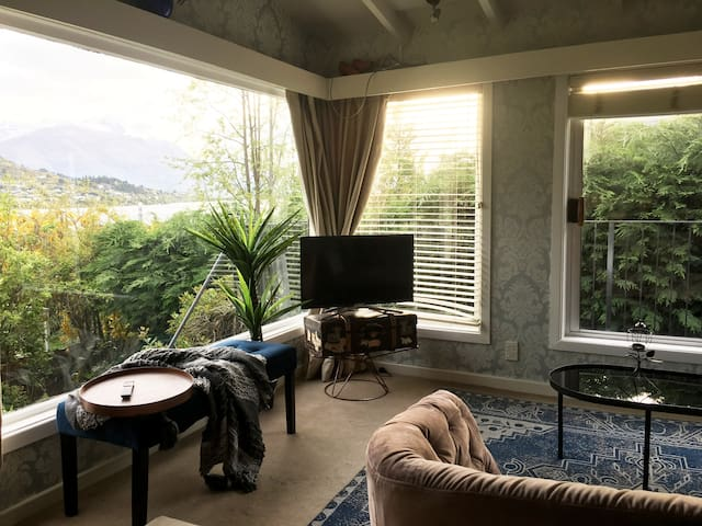 Vintage Lake Living, 2 bed, lake views, Netflix,