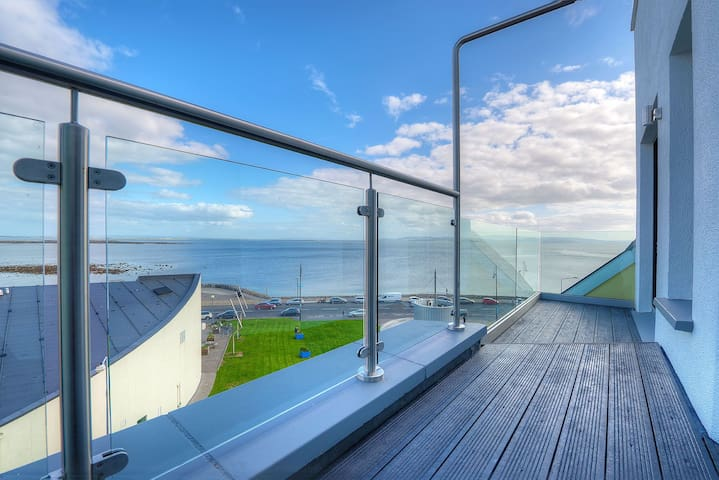 Stunning modern 5th floor apartment beside the sea