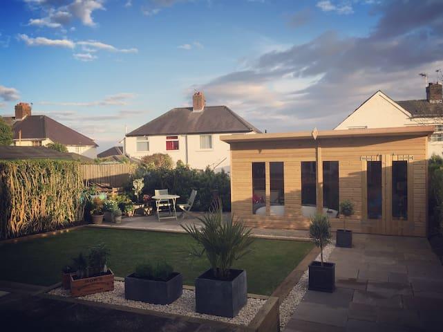 Coastal cottage style property - Barry - Casa
