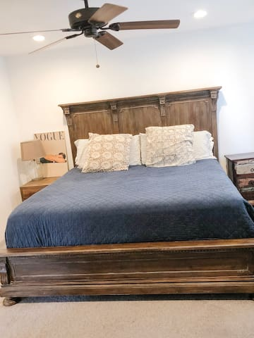 King Sized Bed in Bedroom.
