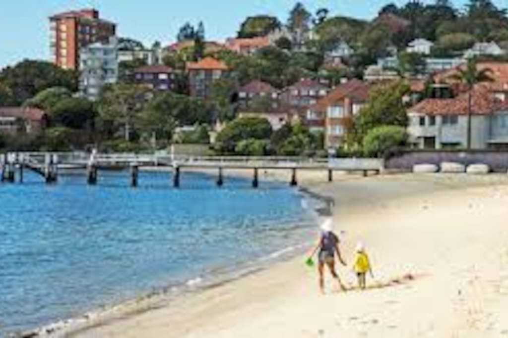 5 minutes walk to Double Bay beach