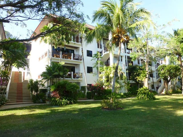 Beautiful apartment (B304) 200m to beach, 4-6 pax