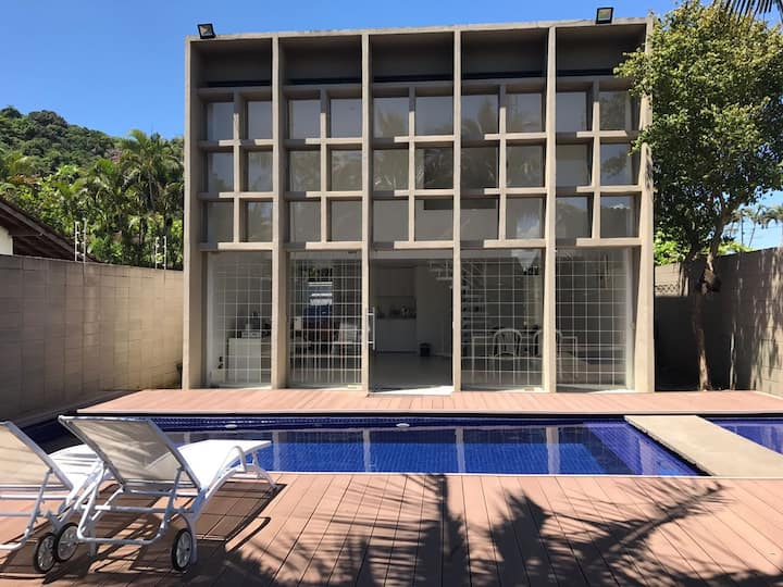 Casa elegante no Guarujá para casais