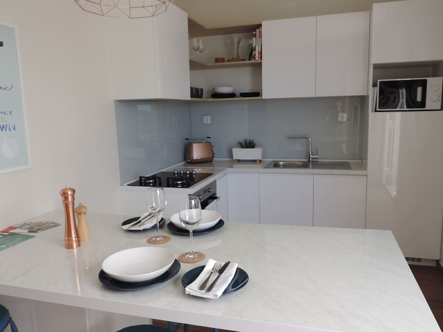 Fully equipped kitchen with oven, dishwasher, microwave and fridge