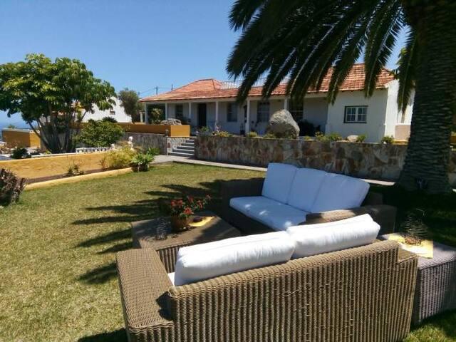 Kleines Ferienhaus mit Pool, Sauna, Außenküche und Meerblick - 7402