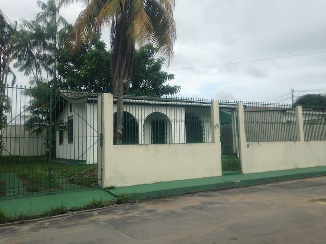 Calmo e bem localizado / Calm and well located - Manaus - Hus