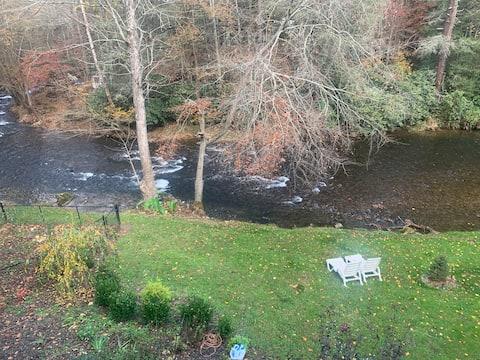 Creek Side Mountain Retreat